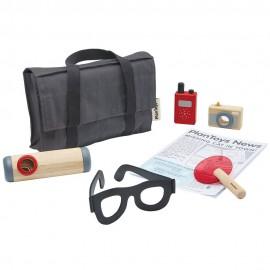 Wooden detective set
