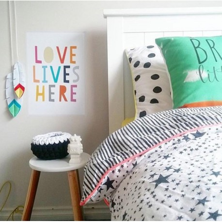 Giggle, Play, Love quote decal